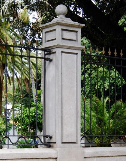 Pilastro per recinzioni e cancello