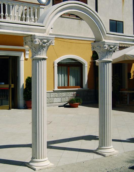 Colonne in cemento decorativo for Colonne quadrate decorative