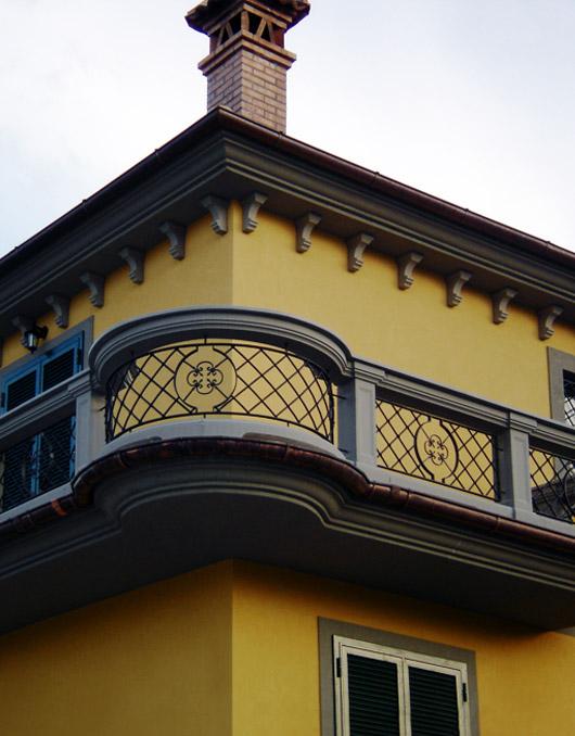 Ringhiere in ferro e cemento per balcone - Ringhiere in ferro battuto per balconi esterni ...